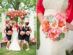 Eine wunderschöne Hochzeitsinspiration in sommerlichem Pfirsich | Friedatheres