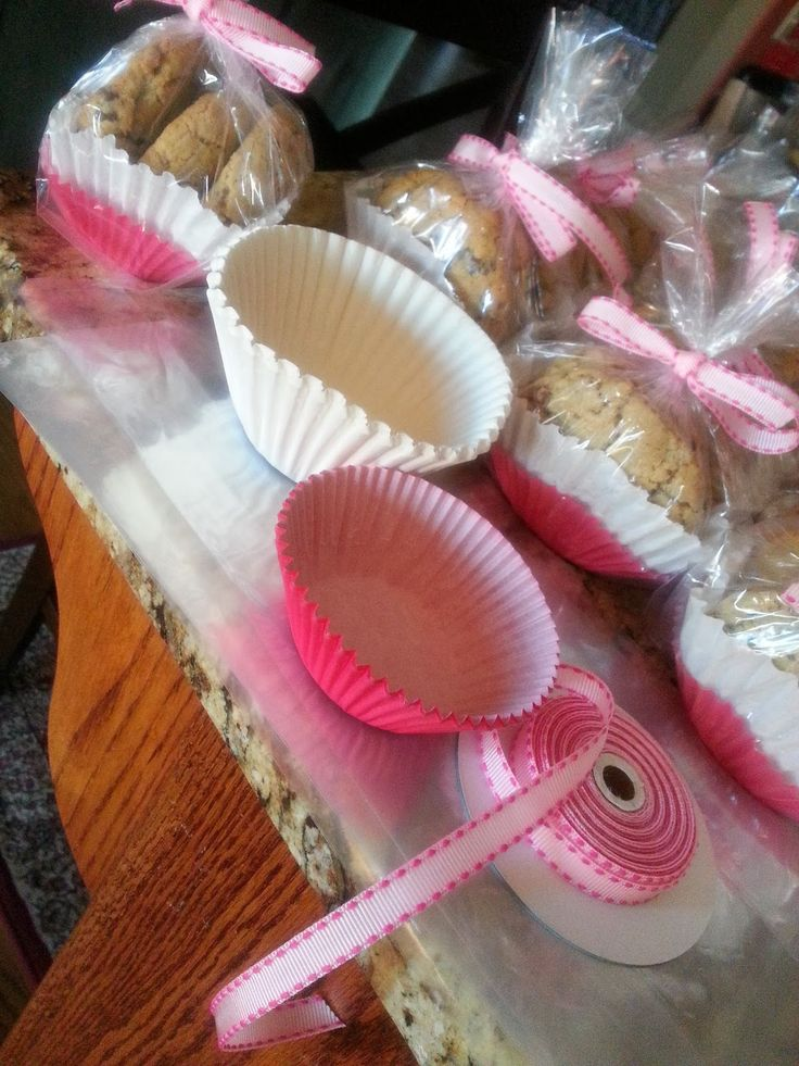 Cute packaging done with layered muffin cup liners and cellophane, all tied up with a ribbon.