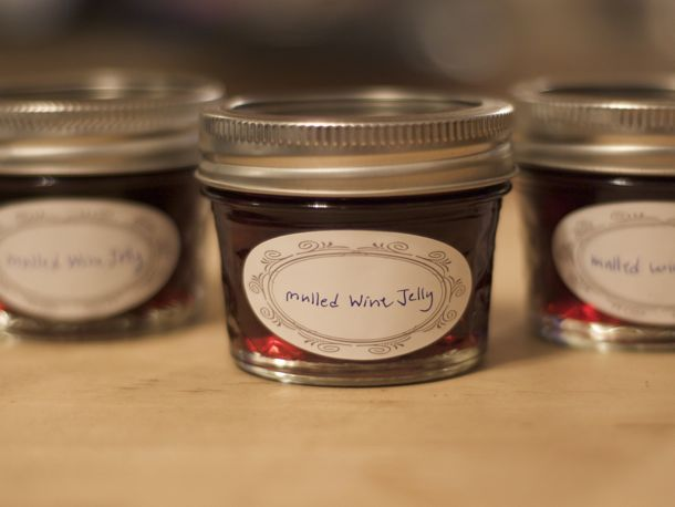 mulled wine jelly ~ this is definitely going in next year's xmas baskets!