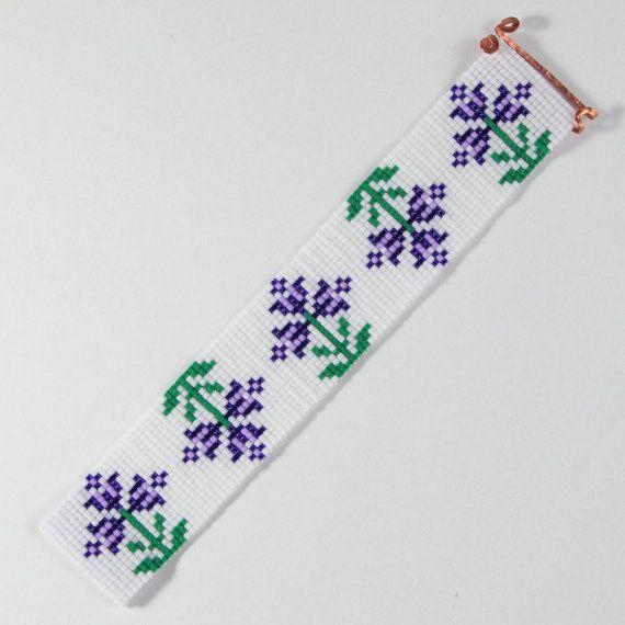 Paars lente bloemen Bead Loom armband Boheemse Boho door PuebloAndCo