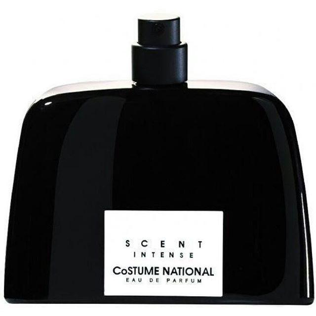 Siyah ve fildişi renklerinde, yalın fakat güçlü ve şık bir şişe tasarımı.  Scent intense yoğun, çarpıcı ve modern bir koku. İçeriğindeki üst nota olan amber ile gizemi ve duyarlılığı, yansıtan parfümün genel görüntüsü siyah ve çağrıştırdığı doku deri. Üçlü parfüm serisinden kişilikli ,özgüvenli karakterin tercih edeceği büyülü parfüm.  Etkin notalar sırasıyla-amber,amber çiçeği,yasemin çayı  Etkin duygu-baştan çıkarıcılık  Etkin renk-siyah  #costume #nasyonal #national #scent #intense…