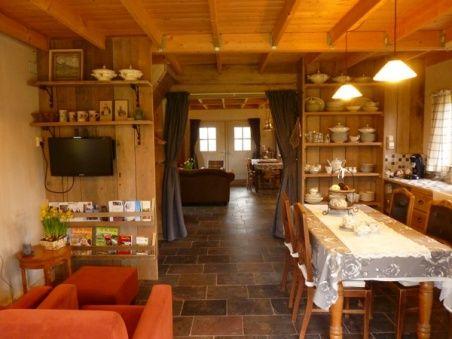 houtenhuisje15 Bed and Breakfast 130 hele huisje.