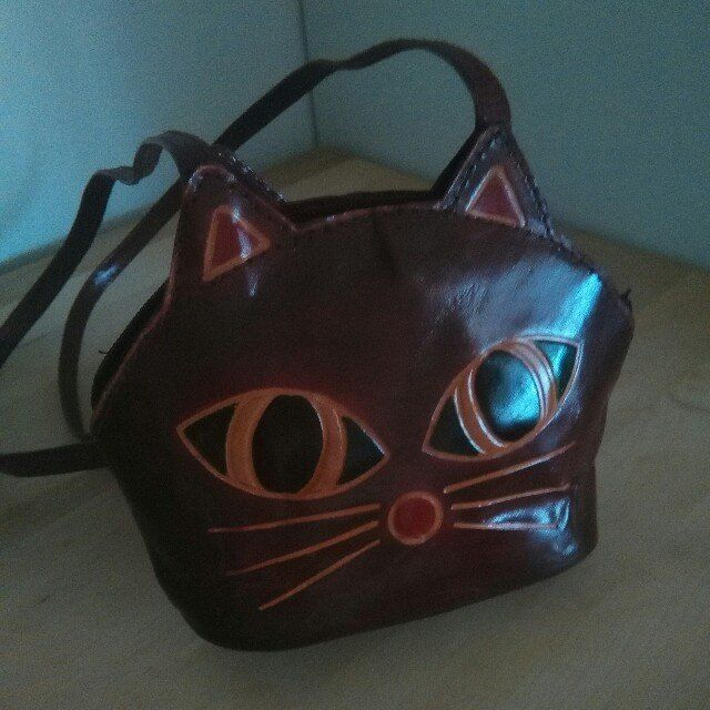 pochette a tracolla in eco pelle bordeaux a forma di muso di gattino. spese di spedizione escluse a scelta dell'acquirente #borsa #bag #shopping #micio #imormalia