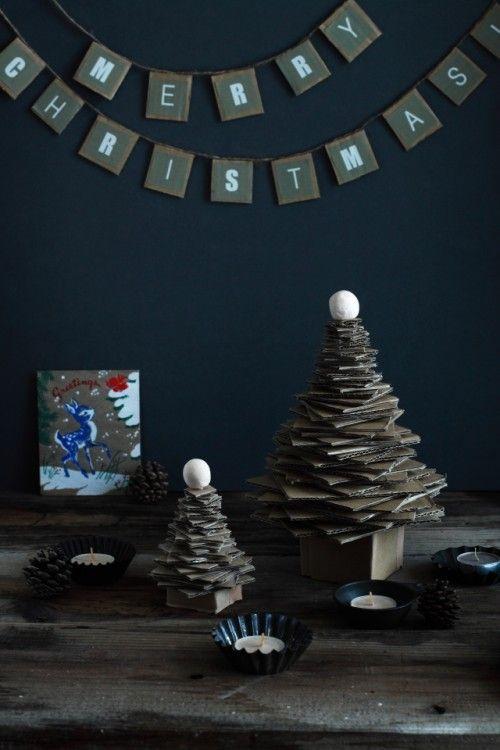 廃材利用? ダンボールでクリスマスツリー