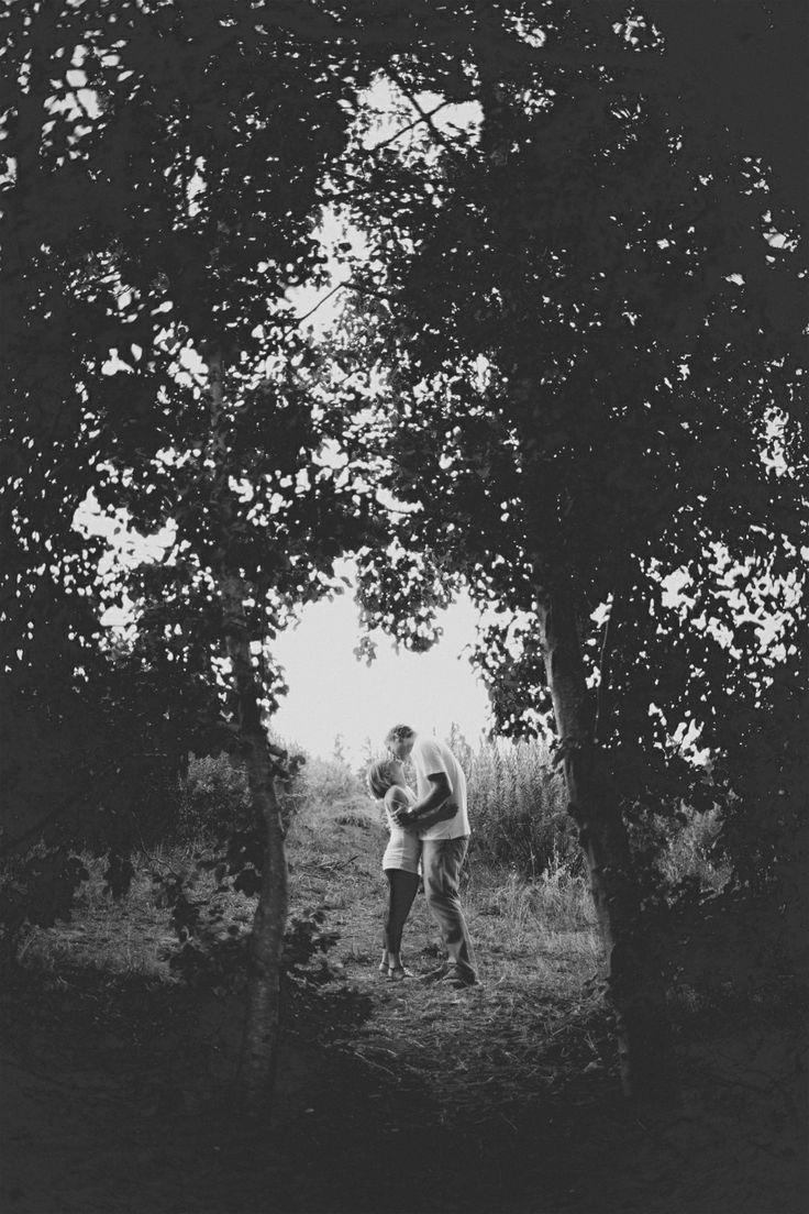 Engagement session: Love in black and white.