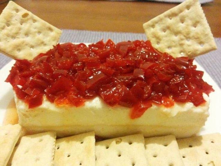 Queso crema con mermelada de pimentón rojo – RevistaRutaGourmet