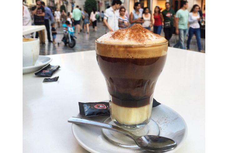 Asiatico, kavheden yapılan alkollü bir içecektir, İspanya'nın Cartagena şehrinin şahsına münhasır olan, Campo de Cartagena mutfağının iyi bir temsilcisidir. Orjinal reçetesi, yoğunlaştırılmış süt, konyak ve kahveden oluşur.  Bir kaç damla likör ile beraber, bir çift kahve çekirdeği, limon kabuğu ve tarçın da eklenebilir, ancak genellikle kahve taneleri ve limon kabuğu olmadan bulunur. Genellikle özel bir bardakta servis edilir.