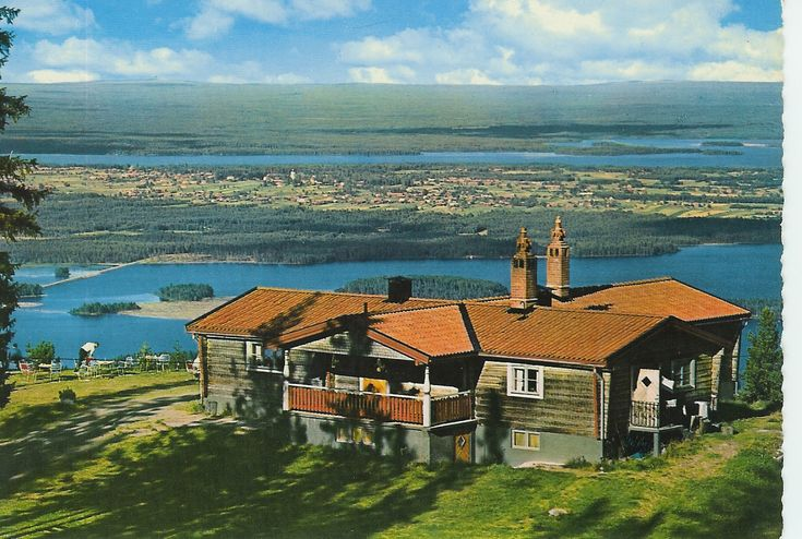 Toppstugan på Gesundaberget med utsikt över sjön Siljan (Top Cottage on Gesundaberget overlooking Lake Siljan).