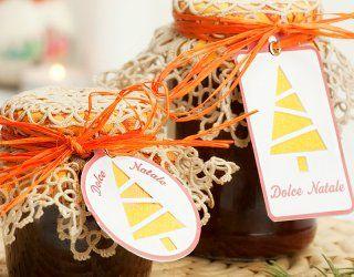 Se ti piace preparare confetture e marmellate, ecco come puoi confezionarne i barattoli per fare un bel regalo di Natale