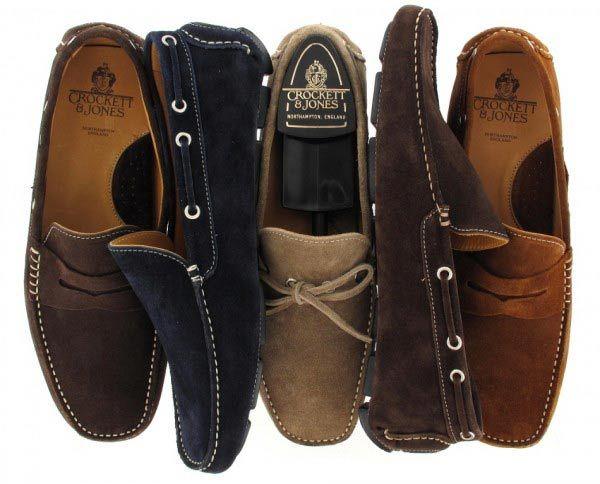 Limpar sapatos de camurça - Corte uma batata ao meio e esfregue-a nos sapatos de camurça.