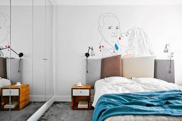 Sypialnia z grafiką na ścianie z portretami gospodarzy.