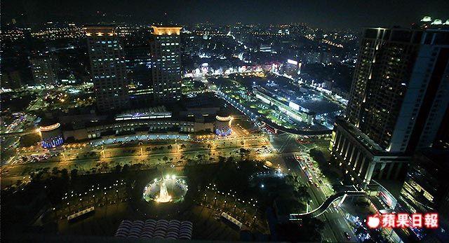 板橋駅前の新北市役所32階展望台は無料で入れて夜景も見れる!