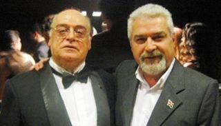 22 Mayıs, opera dünyamızın önemli sanatçılarından bariton sayın Mesut İktu'nun doğum günü. O bugün 70 yaşına giriyor. Yıllardır seslendirdiği partiler, Lied konserleri, öğretmenliği yöneticiliği ve araştırmalarıyla Türk opera sanatına büyük katkıları olan dost büyüğümün doğum gününü kutluyorum. Uzun yıllara dayanan birlikte çalışmalarımızda kendisinden çok yararlandım. İyi ki varsın canım ağabeyciğim. Nice yaşlara... @miktu #opera #Lied #dob #turkbaritonlar #music #sanat #idob…