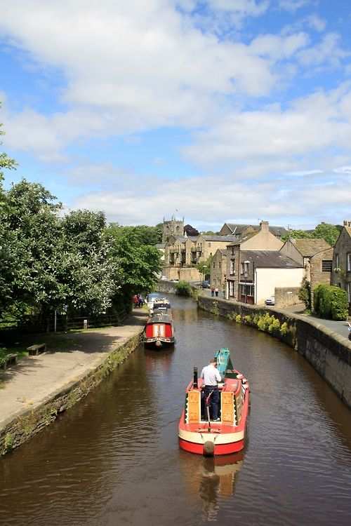 Leeds Liverpool canal at Skipton, North Yorkshire.