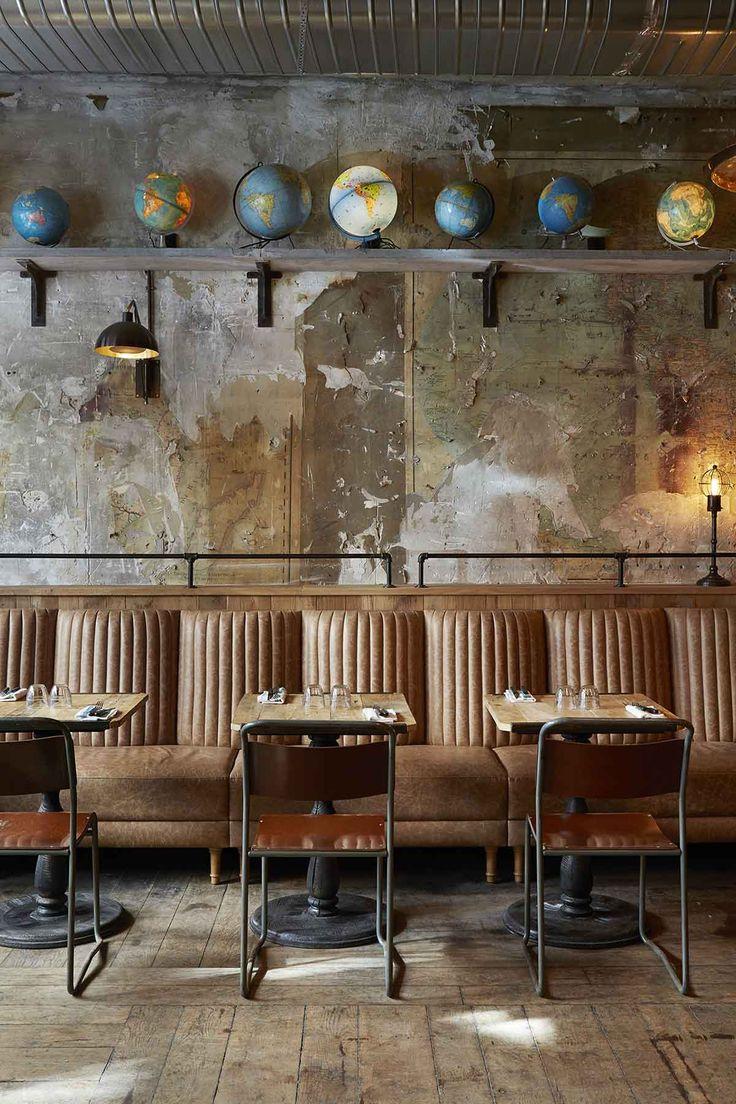 Photo.Table et chaise de style industriel dans le restaurant Italien La Margherita