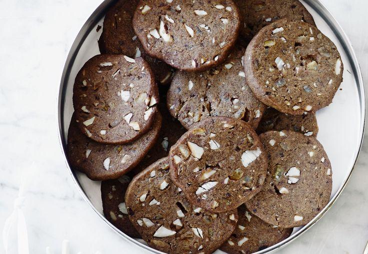De er brune, men det er også den eneste lighed med traditionelle brunkager - disse er nemlig meget bedre med masser af lækkert fyld.