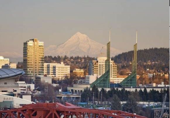 37 Things to Consider Before Moving to Portland!  Great list with lots of links to even MORE information about Portland.