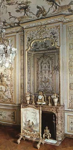 Antique Regence period fireplace realize in Breche d'Alep marble for the Grande Singerie in the Château de Chantilly