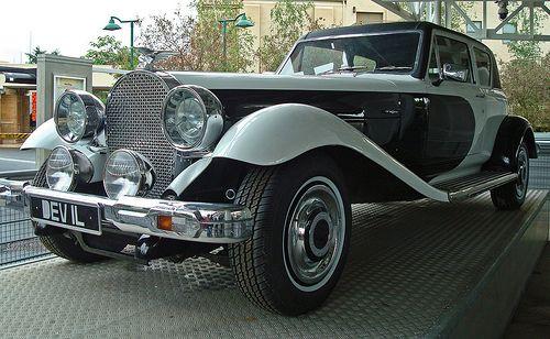 1977 Panther DeVille -101 Dalmatians (1996)