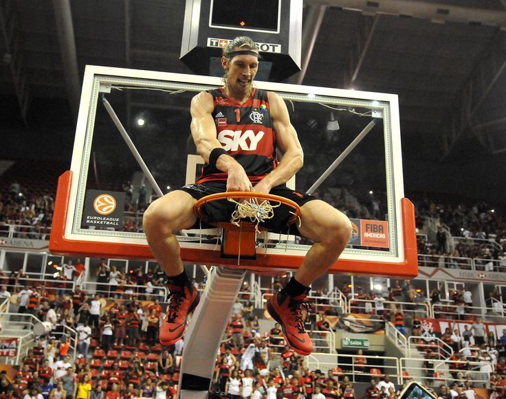 Fla derruba o Maccabi e fatura o maior título de sua história no basquete #globoesporte