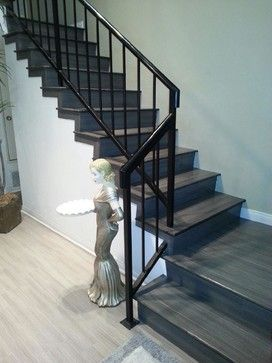 Take a look at Lauzon's gray hardwood floors from the Line Art Series. FSC-certified Hard Maple Travertine on the floor and Agate on the stairs. This picture has been taken by Brian's Hardwood in Redondo Beach, CA