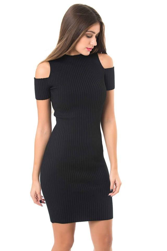 Ribbed midi cold shoulder dress. Round raised neck. 55% Viscose. 30% Nylon. 15% Elastane.