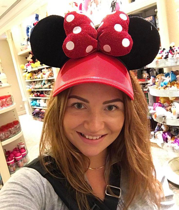 Погружаюсь в сказку!!! Disneyland!!! #disneyland #hongkong #гонконг #диснейленд #минимаус #minimouse #girl #smile #trip #travel #путешествие #travelblogger #tripwithme #travelwithme #путешественники http://tipsrazzi.com/ipost/1507066520722073246/?code=BTqLQQMheae