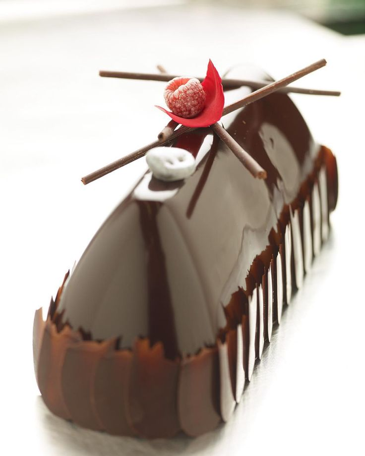 Black Forrest Entremet #proud2bcia #dessertworthy #dessert #dessertmasters #pastrychef #patisserie #f52grams #ciachef #pastryart #valrhona #valrhonausa #chocolate #chocolatedessert #_chocolate_jewels_ #pastryinspiration #entremet by gillesballay