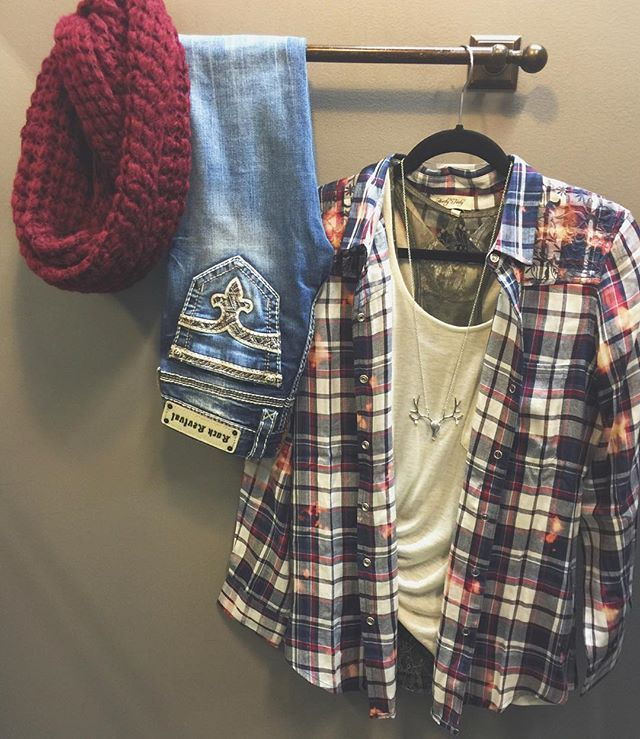 We're mad for P L A I D ♡  Navy & Burgundy Flannel $44 Cashmere Blend Tee $50 Lace Layering Tank $40 Steerhead Necklace $16 Rock Revival sun Skinny $159 Popcorn Infinity Scarf $20  Shop in stores or CALL to order. WE SHIP! 360.217.7684 Snohomish & 360.716.2982 Tulalip #shophoitytoity