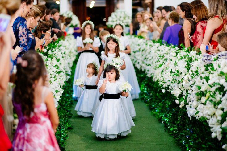 Dama | Pajem | Casamento | Wedding | Daminha | Dama de Honra | Roupa para Dama de Honra | Daminha com Rosas  | Roupa de Daminha | Roupa de Pajem |  Inesquecível Casamento | Daminha com coroa de flores