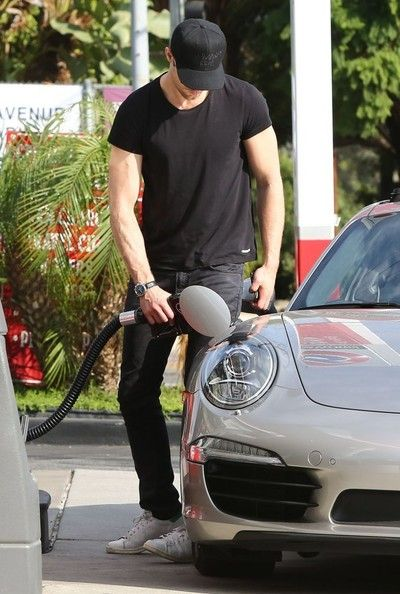 Alexander Skarsgard Photos - 'Tarzan' actor Alexander Skarsgard filling up his Porsche with gas in Hollywood, California on November 15, 2014. Alexander is really excited about his role in the upcoming 'Tarzan' movie as it will give him a change of pace from filming years of 'True Blood'. - Alexander Skarsgard Getting Gas In Hollywood