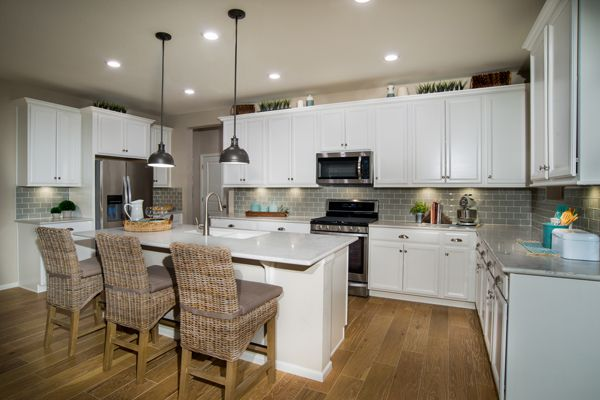 KB Home Wildflower Collection Beeler Park kitchen. #dreamhome #kitchen #stapletondenver