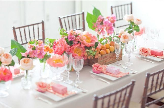 テーブルいっぱいのピンク&お花と一緒に、レッツお家女子会! 春をテーマにしたホームパーティーアイデア集
