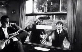 Молодые Битлз бегут за поездом, в котором едет их кумир  - Элвис Пресли