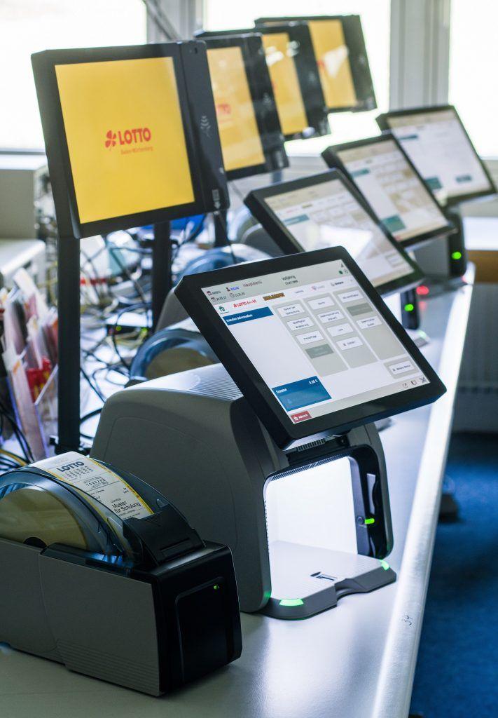 Neue Terminals, neues Glück - LOTTO BW Corporate Blog  Bei Lotto Baden-Württemberg hat eine neue Zeitrechnung begonnen. In den vergangenen drei Monaten wurden die rund 3.200 Annahmestellen im Land mit neuen Terminals ausgestattet. Zum Vorteil der Spielteilnehmer.