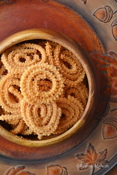 Murukku Recipe (EasY CooK), a crispy South Indian snack made of rice and urad dal