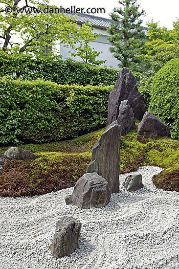 Google Image Result for http://www.danheller.com/images/Asia/Japan/Kyoto/KotoIn/Garden/zen-garden-big.jpg