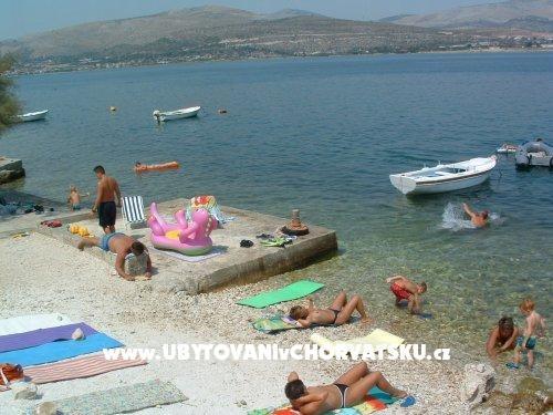 Chorvatsko ::: Jižní Dalmácie :: Trogir : Apartmani Ančica. www.UvCH.cz