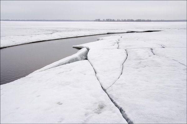 Иваньковское водохранилище весной
