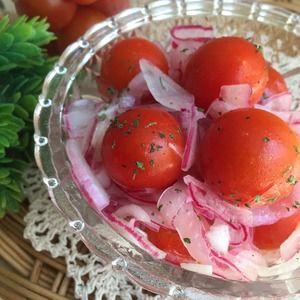 トマトと紫玉ねぎのさっぱりマリネ♪+by+aka.ruさん+ +レシピブログ+-+料理ブログのレシピ満載! スライスした玉ねぎとプチトマトをマリネ液に浸しておくだけ〜♪ 夏にピッタリのさっぱり一品できました♪