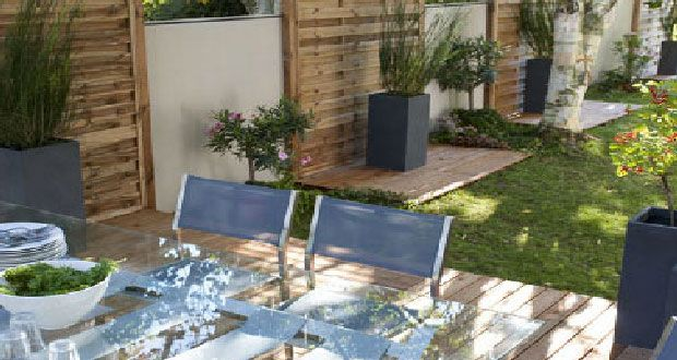 Sur la terrasse, le bois naturel ou composite c'est tendance. Revêtement fiable, facile à poser, idées déco pour une terrasse en bois à prix canon