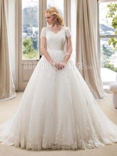 Col en V robe de mariée manches courtes en dentelle pas cher