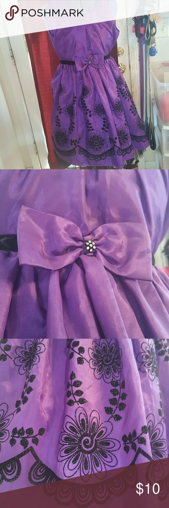 CHILDRENS Purple Formal Dress Girls sz 10 Jona Michelle formal dress, royal purple with black designs. I bought it wanting to make a skirt but never got around to it. Super pretty and I still love it but want someone else to enjoy it. Jona Michelle Dresses Formal