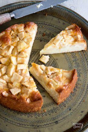 Deze appelcake is heerlijk fris en lekker smeuïg. Precies zoals een goede appelcake hoort te zijn!  Ingrediënten Voor het cakebeslag 200 gr boter, op kamertemperatuur 200 gr witte basterdsuiker ½ cit