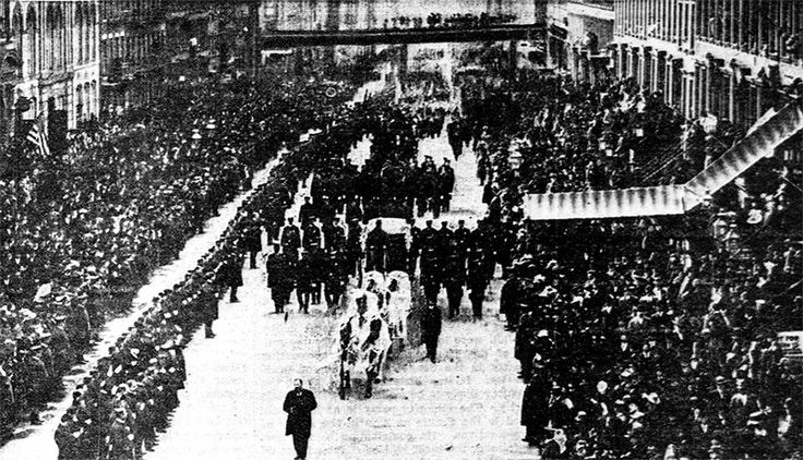 In March, Petrosino received an anonymous message from someone who claimed to have information on Cascio Ferro. The informant asked to meet him in the city centre, under Garibaldi's statue in the Piazza Marina. When Petrosino arrived on March 12, he was murdered by three gunmen.   Over 200,000 people joined the New York funeral procession which lasted 5½ hours.