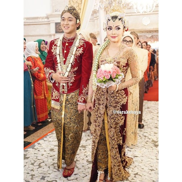 Instagram media by verakebaya - @ednaja & @amalrachim ... #wedding #weddingday #jawa #velvet #weddingdress #kebaya #beskap by #verakebaya ❤️