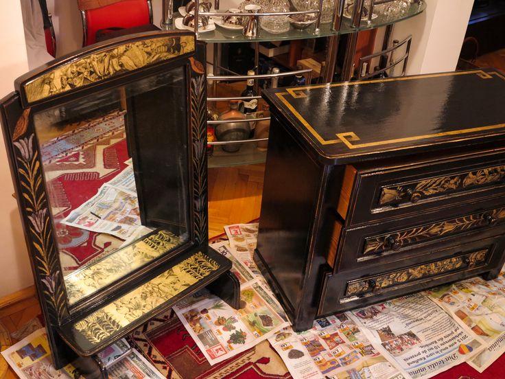oglinda cu rama patinate si dulap cu sertare,decorate in schlagmetal gravat.