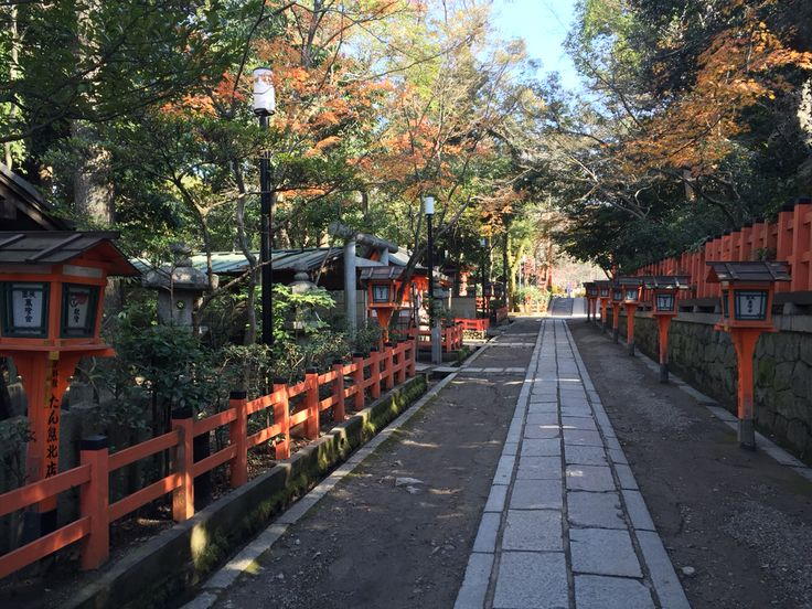 Yasawa Shrine/Maryuma Park, Kyoto. Had to walk past to North the take a road to back. Half areas inaccessible, plus rough stone paths.