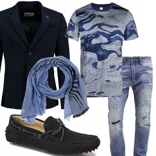 Un outfit che si presta ad essere indossato in tante occasioni: in ufficio, per una serata tra amici. Sobrio ma allo stesso tempo di classe. Jeans dall'aspetto vissuto, t-shirt nei toni del blu ed azzurro, blazer monopetto rigorosamente blu, mocassino in camoscio blu, sciarpina in viscosa che ben si armonizza con il look. Successo garantito !
