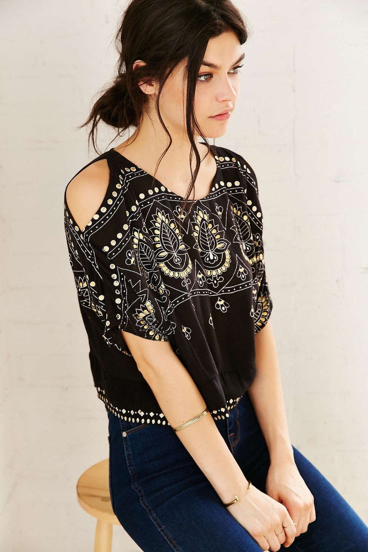 Patrons Of Peace Kia Cold-Shoulder Top - Urban Outfitters black printed